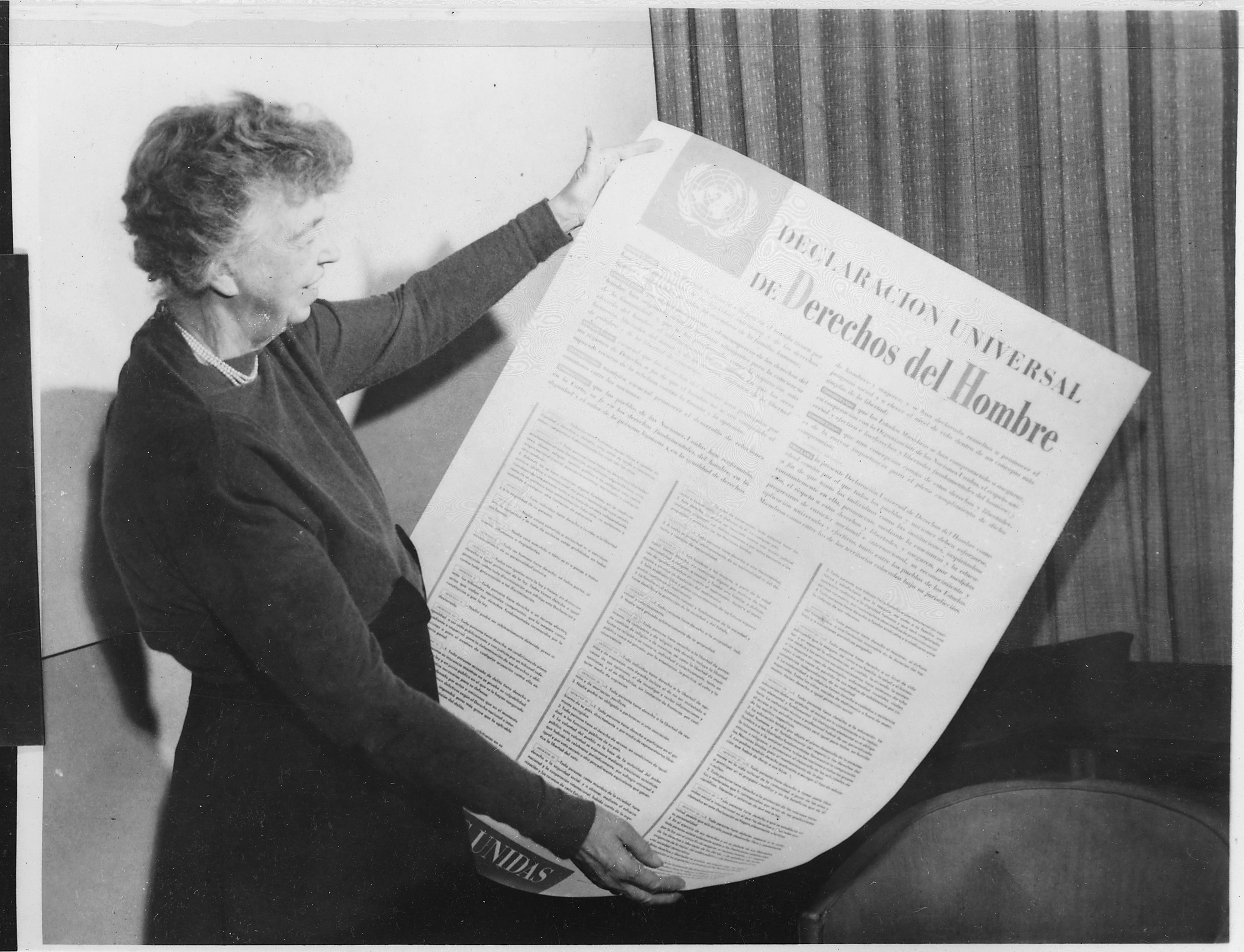 Eleanor Roosevelt and United Nations Universal Declaration of Human Rights in Spanish 09 2456M original
